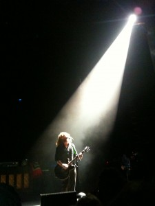 Jim James cantando con My Morning Jacket Meditación Trascendental
