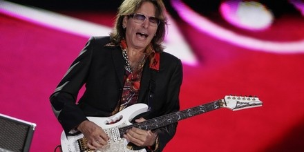 Steve Vai on Transcendental Meditation -- playing in Brasov, Romania_3