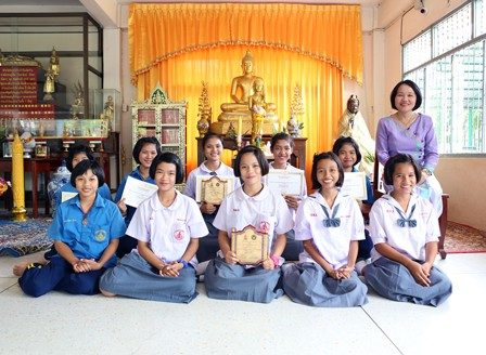 buddhist girls learn transcendental meditation thailand